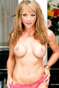 Shayla LaVeaux Picture