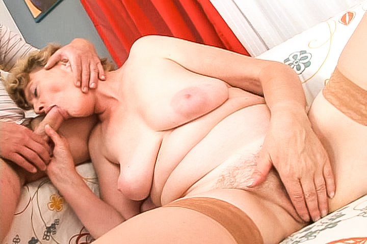 Plumper granny Luciana gets fucked side ways