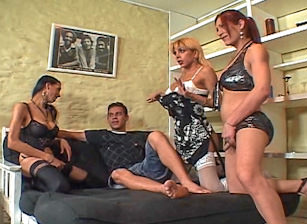 Big Cock She Male Gang Bang #04, Scène 2