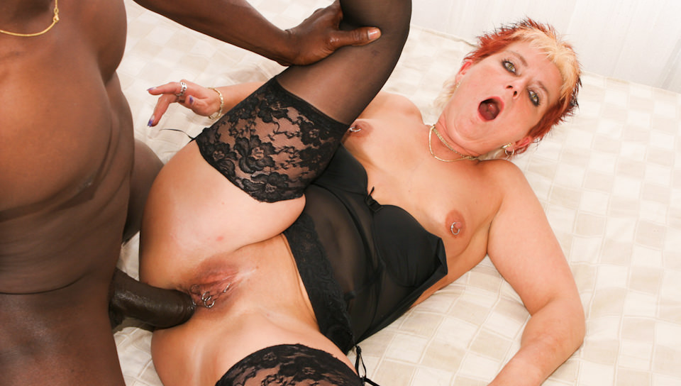 Horny grandma Jana fucks with ebony guy