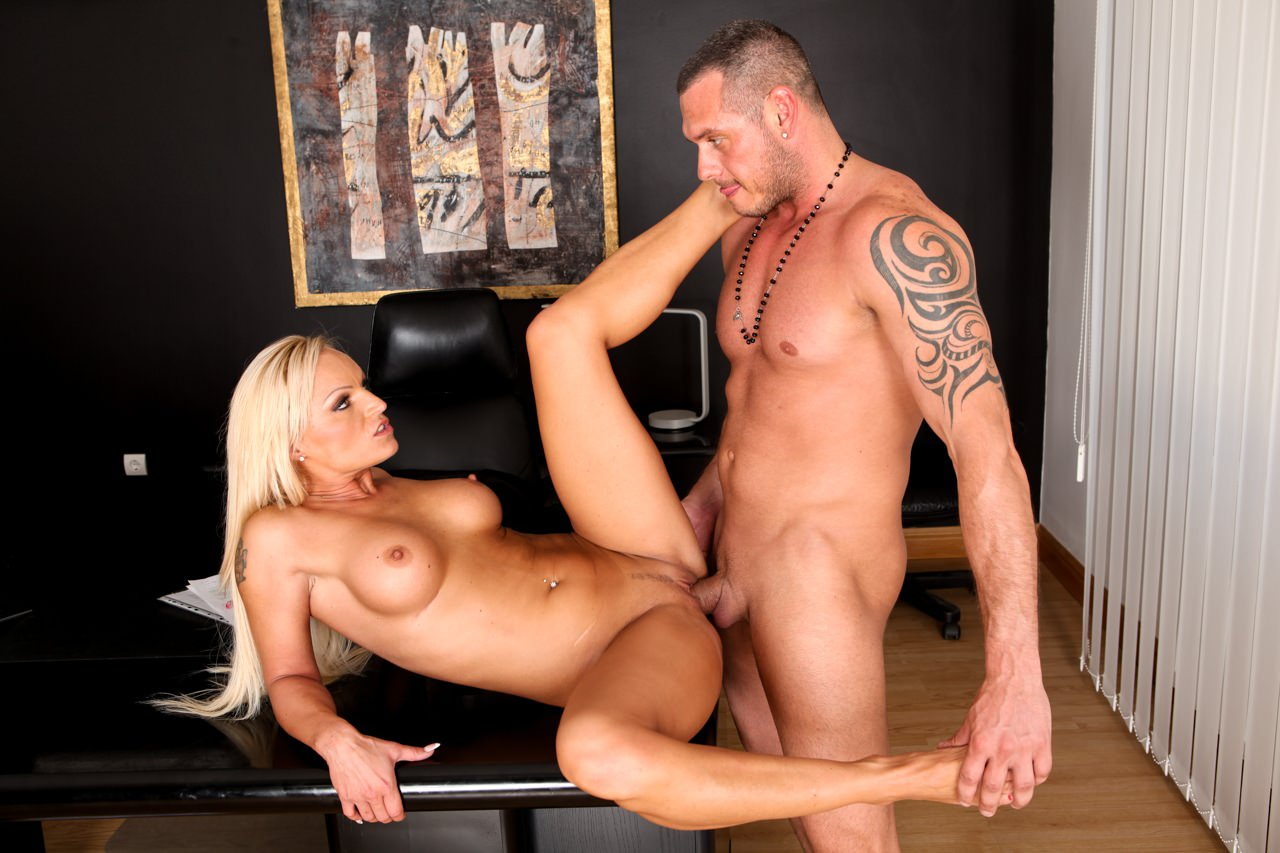Screenshot 3 from the David Perry's Assfucked MILFs #2