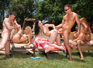 Neighborhood Swingers #10, Scene #01