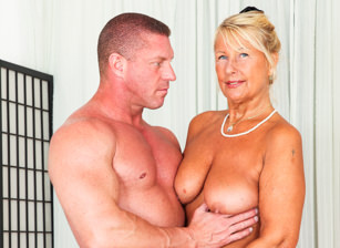 I Wanna Cum Inside Your Grandma #11, Scène 1