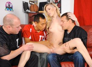College Group Sex, Scène 1