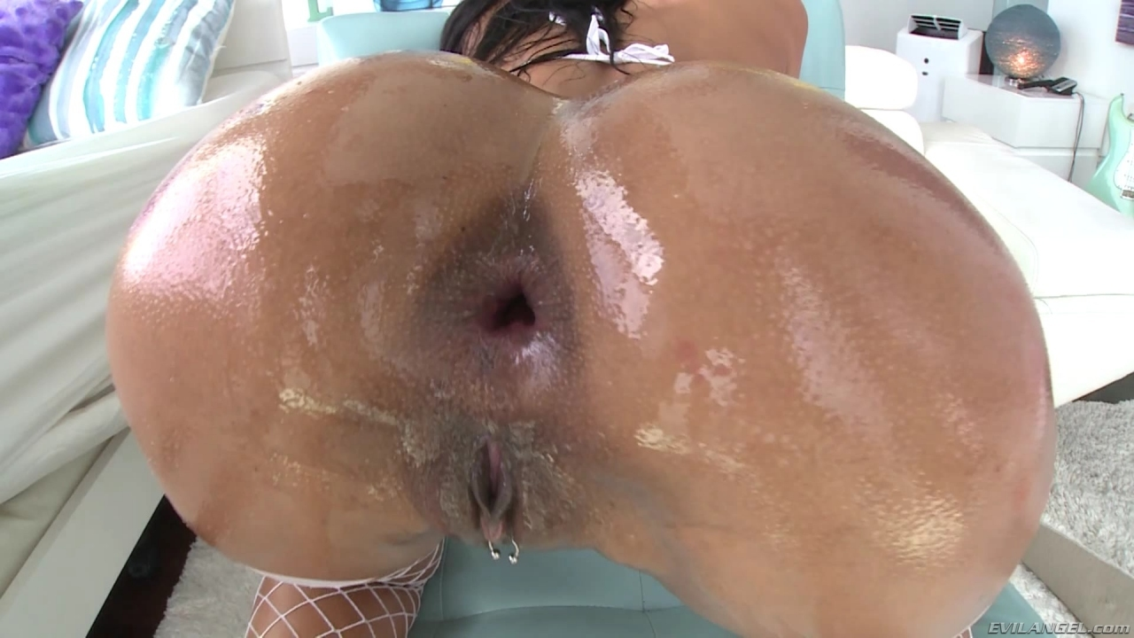 Big booty latina shows off butt plug 6