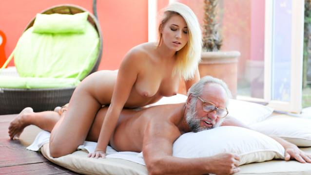 GrandpasFuckTeens – Grandpa Got Me Wet – Aria Logan