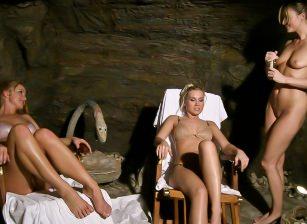 Sweat Bodies In The Spa Escena 1